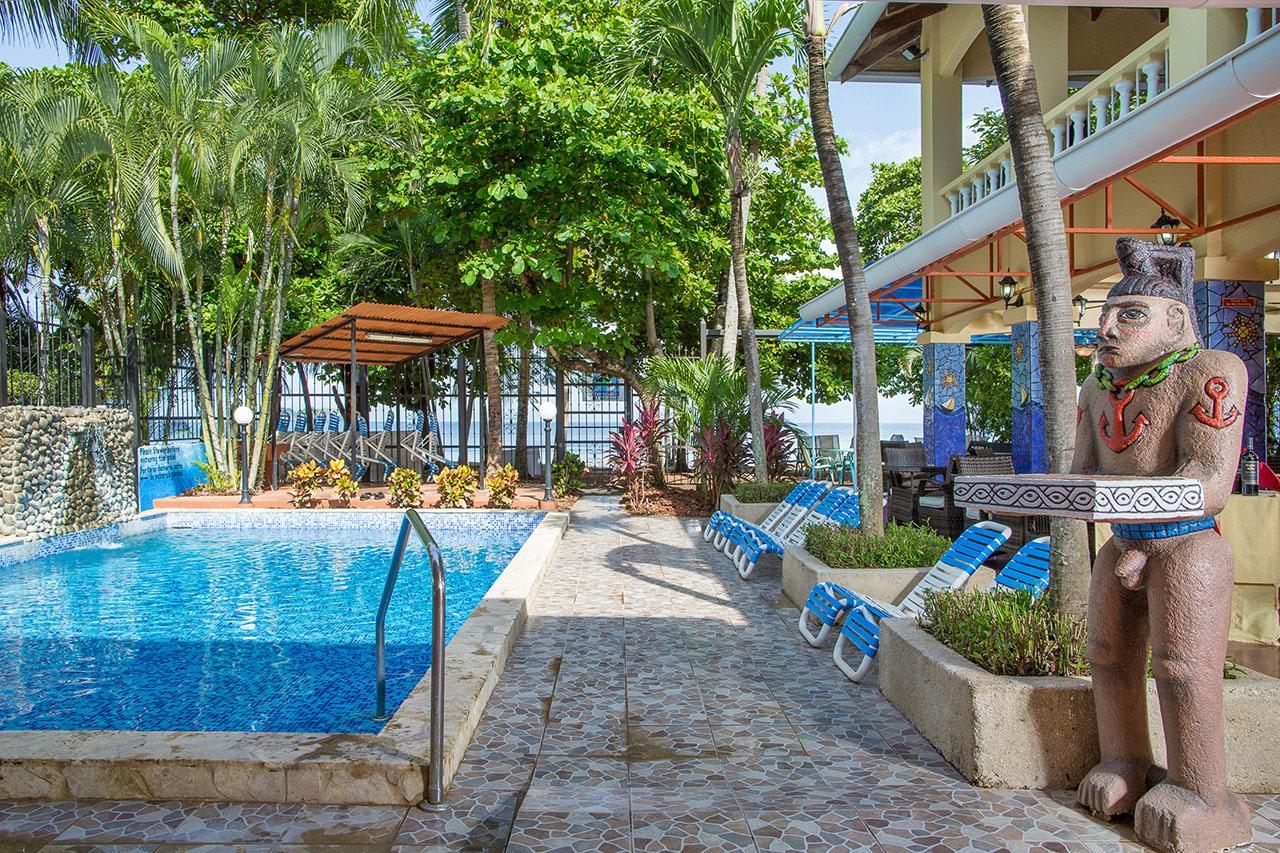El Velero Hotel pool