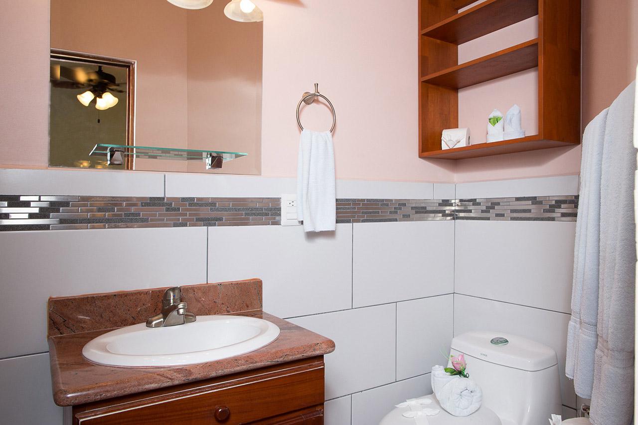 El Velero Hotel bath