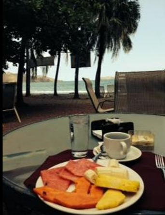 Beach Dining at El Velero Hotel