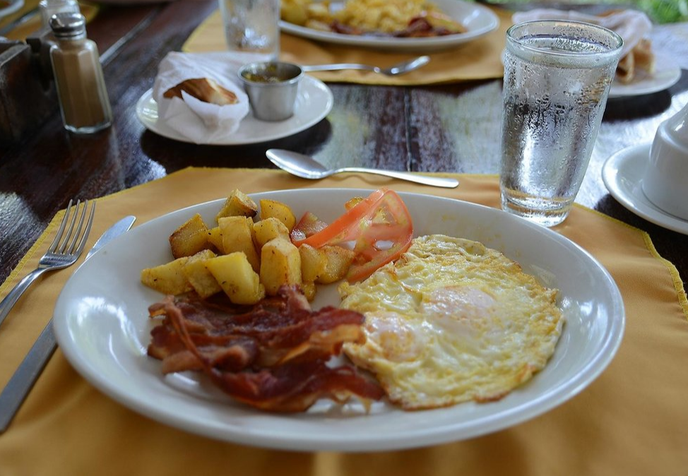 Breakfast at El Velero Hotel