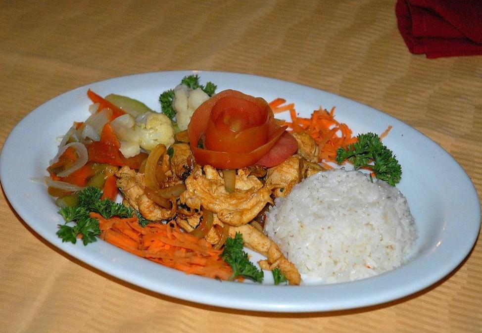 Fine Dining at El Velero Hotel