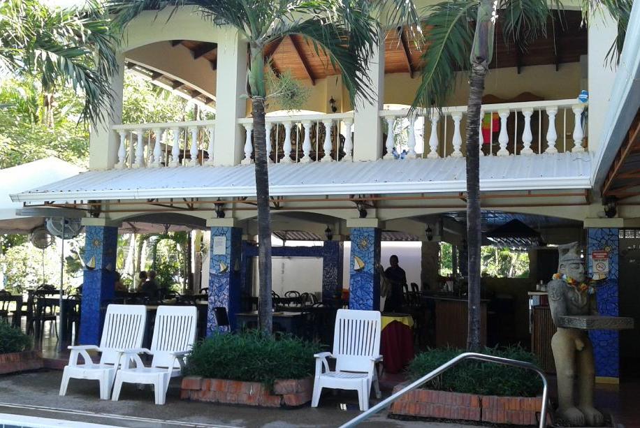 El Velero Hotel