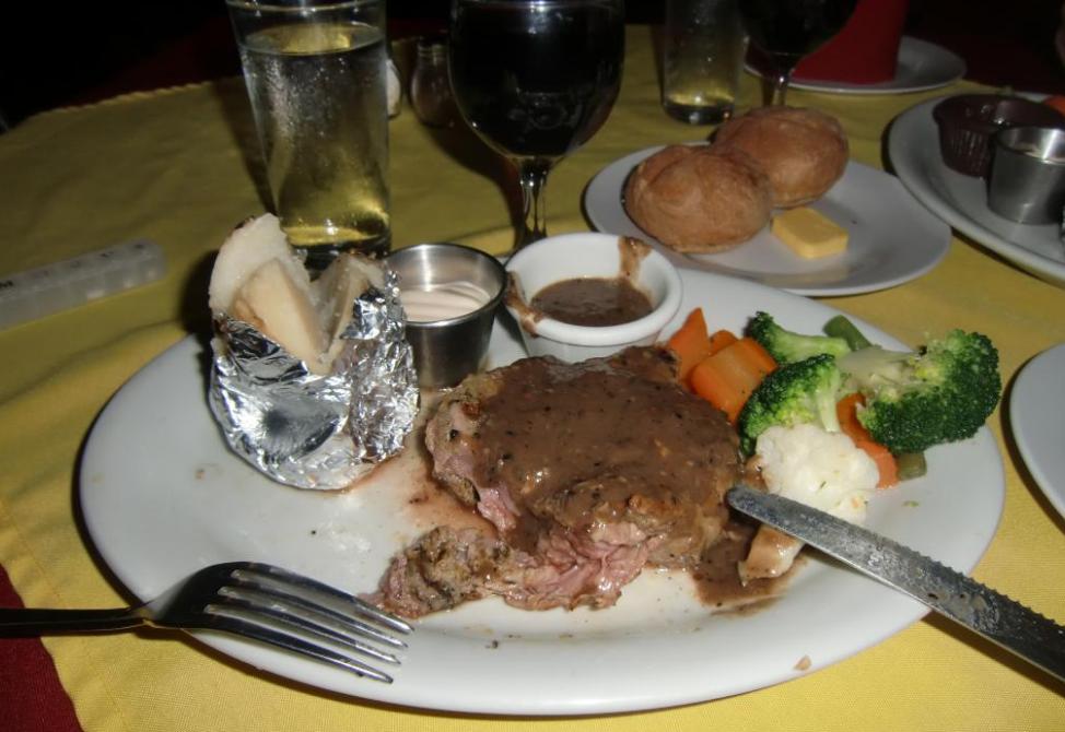 Dining at El Velero Hotel