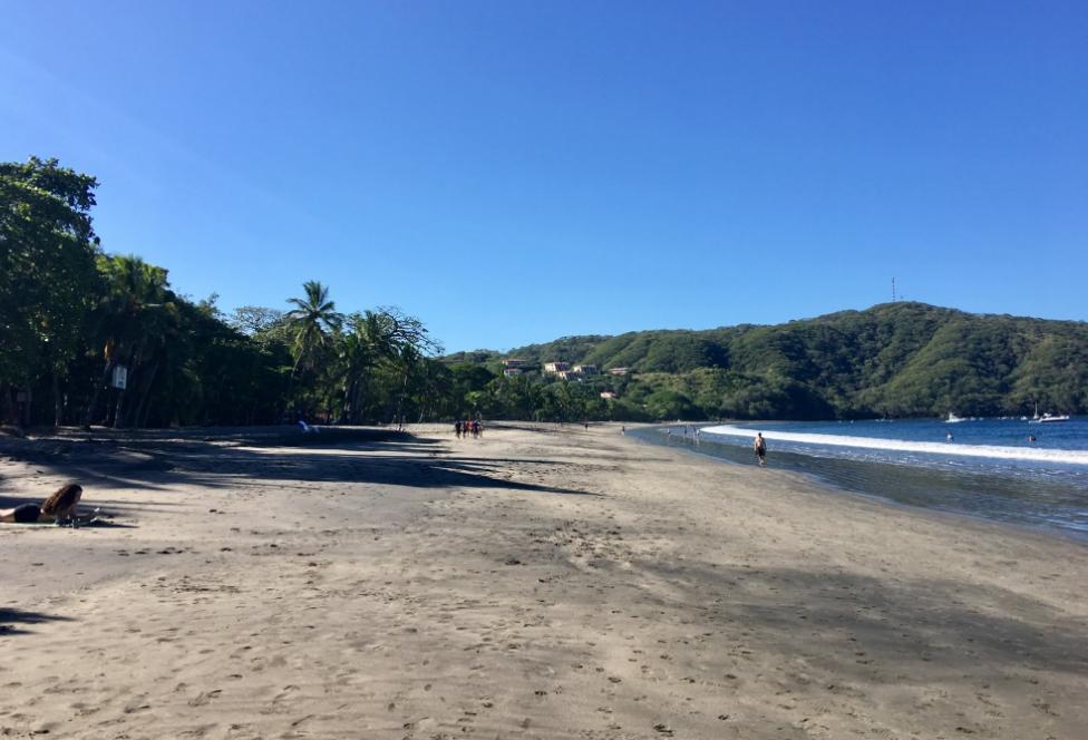 El Velero Hotel beach