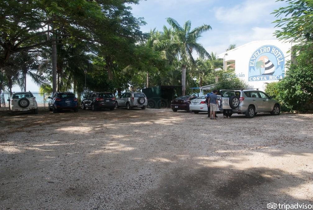 Hotel El Velero parking