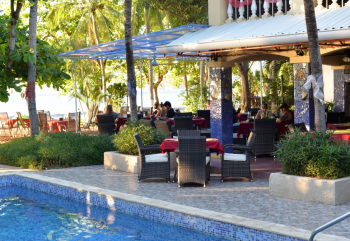 Poolside dining at El Velero Hotel